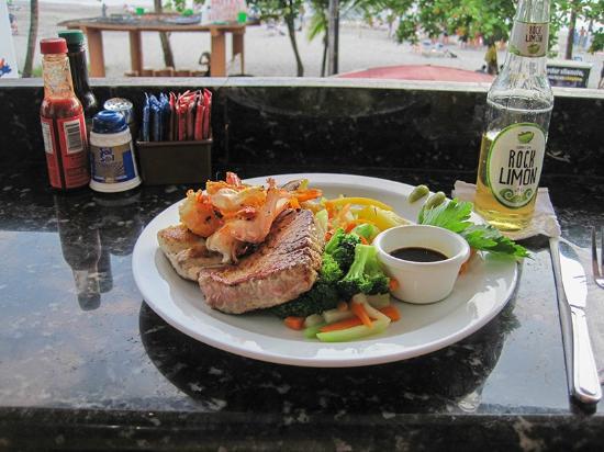 Restaurante and Sports Bar El Sol: Seafood trio - yum!