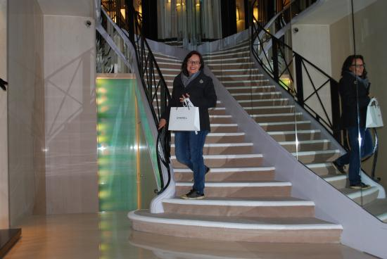 Wonderful shopping experience chanel 31 rue cambon in for Chanel locations in paris