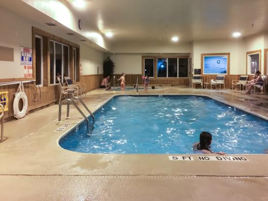 Pool and hot tub picture of best western fostoria inn for Best western pool