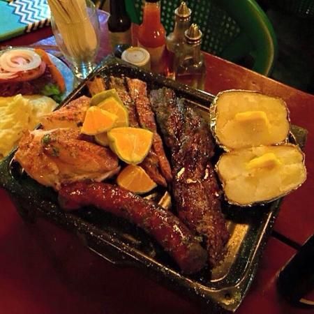 Las Piedras: Mixed grill for 2, more than enough food! Delicious!!