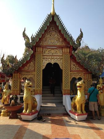 อุโบสถ สวยงาม - Picture of Wat Phra That Doi Kham (Temple ...
