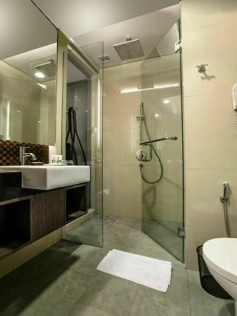 Mercure Surabaya: new bathroom design