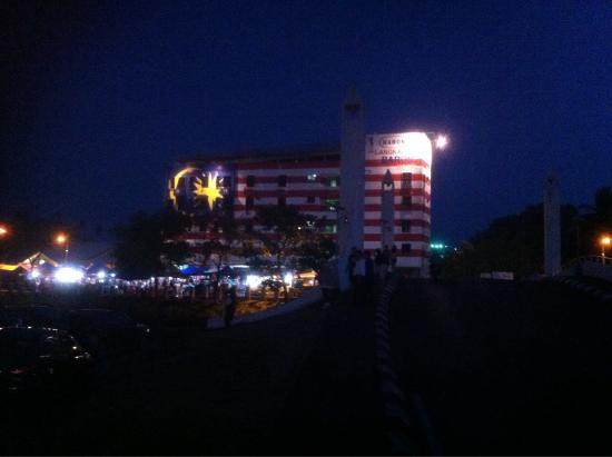 Bayview Hotel Langkawi: Interesting Night View from Hotel