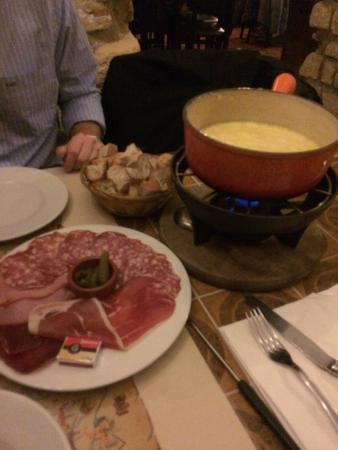 Pain Vin Fromage Cheese Fondue