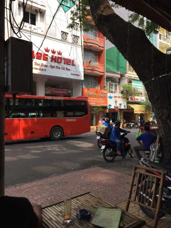 Liberty Hotel Saigon Parkview : Street view