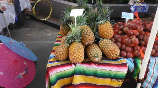 The Caloundra Street Fair : Big ananas