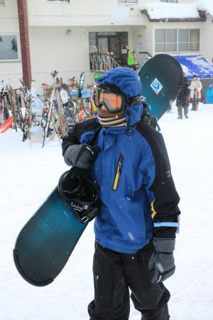 Rusutsu Resort: 以14歲兒子為例,有溜過直排輪經驗, 30分鐘內已能開心的滑雪, 到了下午就能盡情飆速, 而且還雙板/單板輪流試玩.