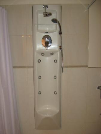 The Olive Motel : Crazy shower