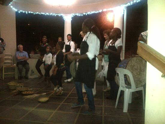 Powell House Restaurant: Guests and staff joining in the spirit of uBuntu