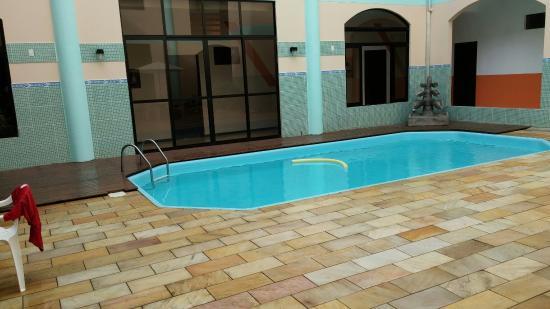 Bombinhas Palace Hotel: Pileta hotel