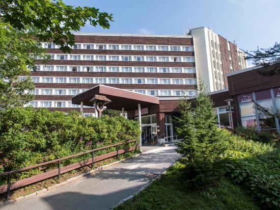 AHORN Hotel Am Fichtelberg: Außenansicht im Sommer