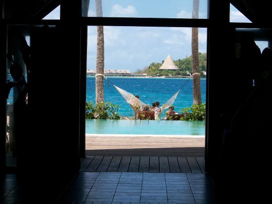 Bora Bora Beach Resort : Vue depuis le halle d'entré