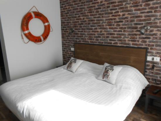 Hotel Des Argousiers : chambre rez-de-chaussée