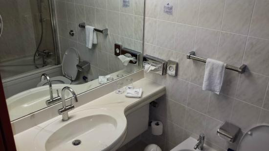 badezimmer - picture of maritim airport hotel hannover, hannover
