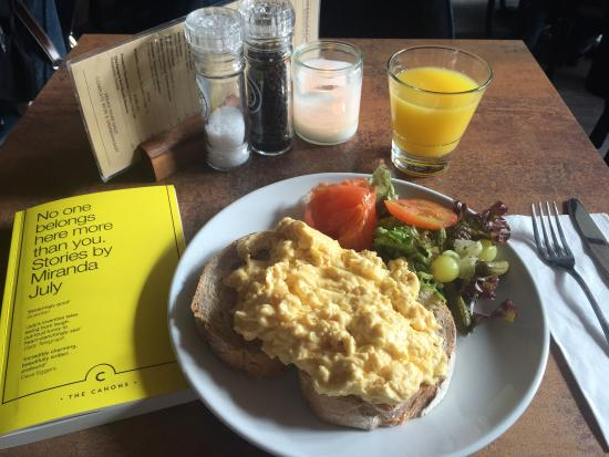 Herengracht Restaurant & Bar: Scrambled eggs with Salmon