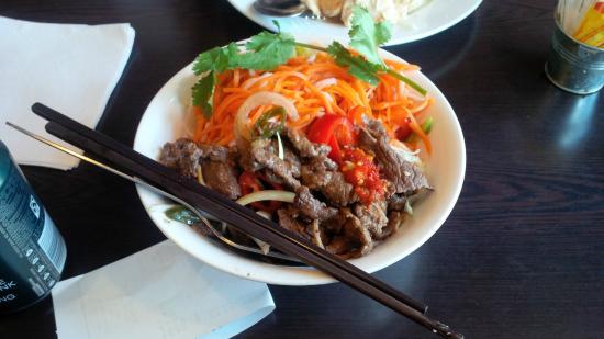 Caphe House: Spicy Beef Salad!! Yummmmmmmmm :)