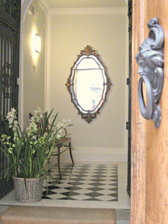 Residence Hilda: Main entrance