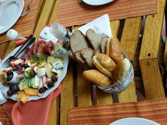 GUBAS DE HOEK meet eat sleep: Die sensationelle kalte Platte die wir bekommen haben als wir mittags nach einem kleinen Sandwic