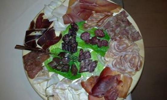 Agriturismo Il Vecchio Pollaio: Various types of deli meats produced here.