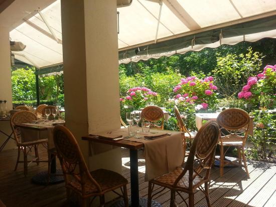 Le Cafe des Artistes : La terrasse au Printemps