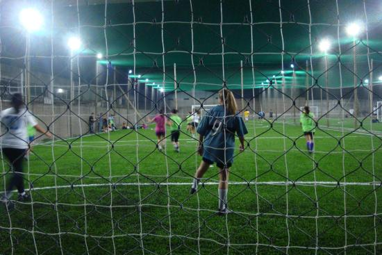 Mas Chicas Jugando Al Futbol 5 En Un Campeonato Femenino Fotografia
