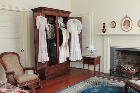 Ivy Green: Helen's wardrobe