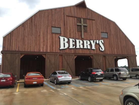 Berry's Seafood and Catfish House: Impressive building