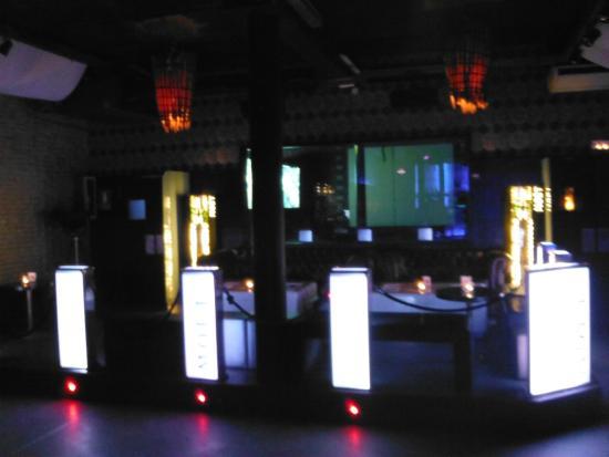 Otto Zutz Club: Bar
