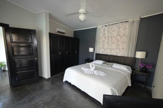 Residencial Casa Linda: Bedroom