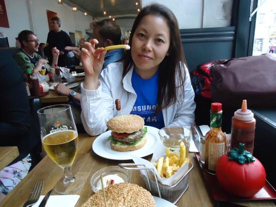 bacon burger & fritter - Billede af Haché Gourmet Burgers, København - TripAdvisor