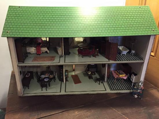 Field House Museum: Vintage Dollhouse
