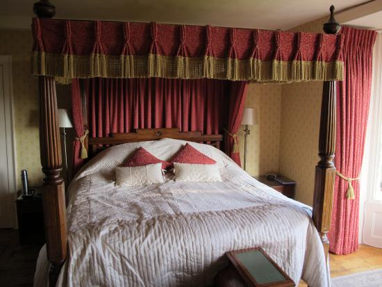 Benhall Farm B & B: Four Poster! Large and comfortable