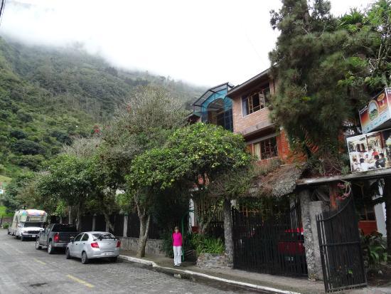 Hosteria y Spa Isla de Baños : Front of hostel from the street