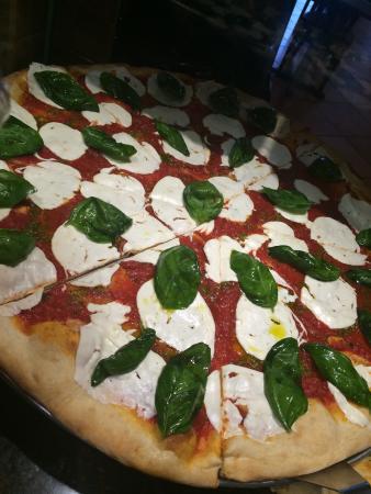 Maurizio's Pizzeria and Italian Grill