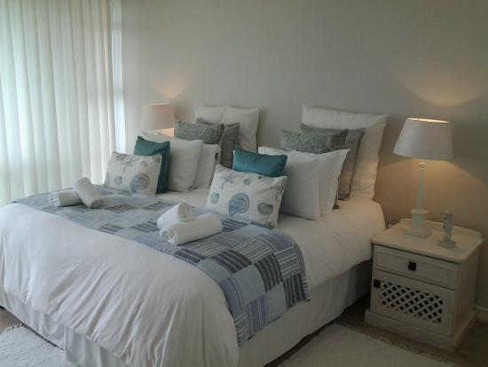 Hermanus Beach House: Suiite 1: Queen Bedroom