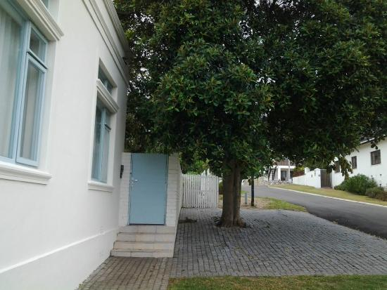 Hermanus Beach House: Suite 1: Entrance