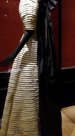 Palais Galliera, The City of Paris Fashion Museum: Robe.Galon en biais une merveille de savoir faire