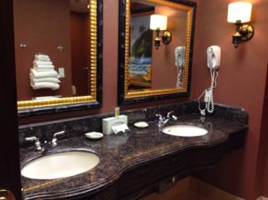 Montego Bay Casino Resort: Bathroom