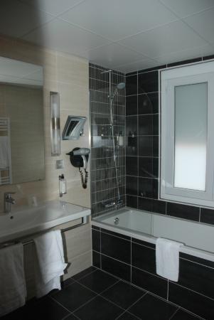 Best Western Plus Hotel Richelieu: Salle-de-bains