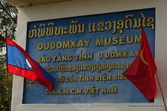 Oudomxay Museum: Hinweisschild auf Laotisch