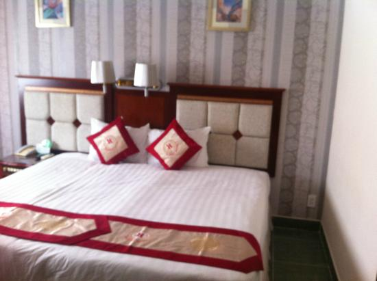 Ha Hien Signature Hotel: Double Bed