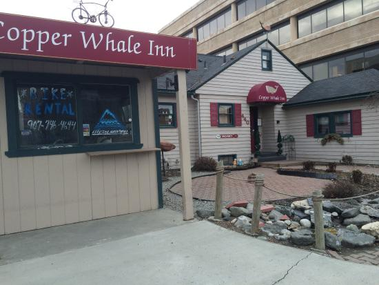 Copper Whale Inn: We stayed here one night March 19- 2015 had a pleasant nights sleep and a wonderful breakfast .
