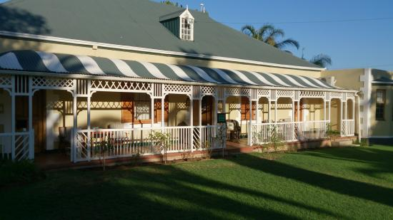 De Denne Country Guest House: Main buinding
