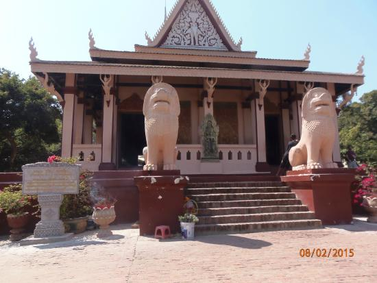 Attraction Review g d Reviews Wat Phnom Phnom Penh.