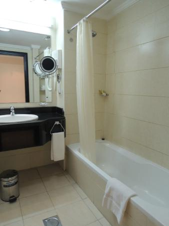 City Seasons Hotel: バスルーム