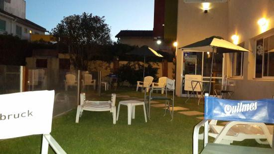 Hotel Tobruck: Al costado de la piscina