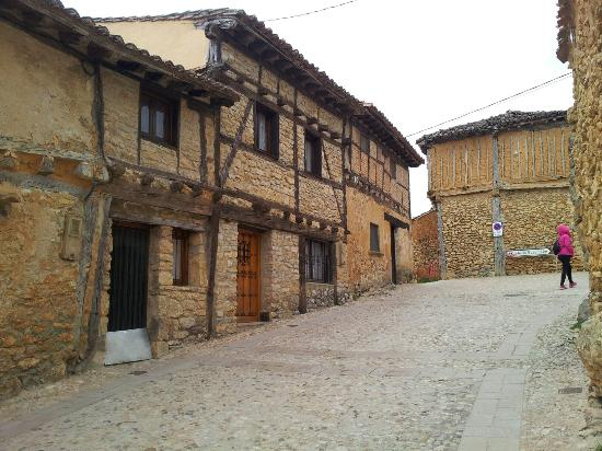 La Casa Rural de Calatañazor: Un sitio precioso. El restaurante una calidad y trato personal exquisita. A las 18:00 nos diero