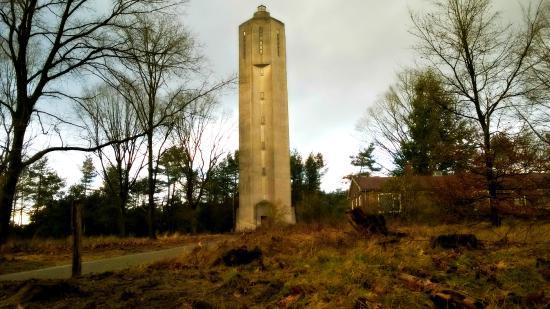 Art Deco Stijl : Watertoren langs de radioweg in dezelfde art deco stijl foto