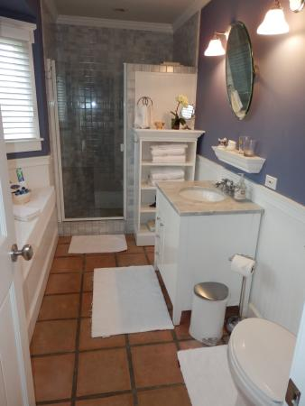 Kate Stanton Inn: Nantucket Room bath