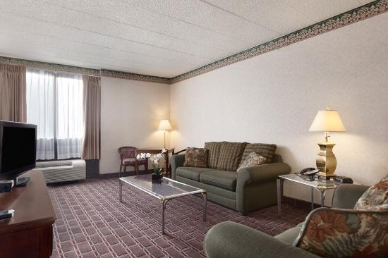 Ramada Clarks Summit Near Scranton: Our Living Room Suite